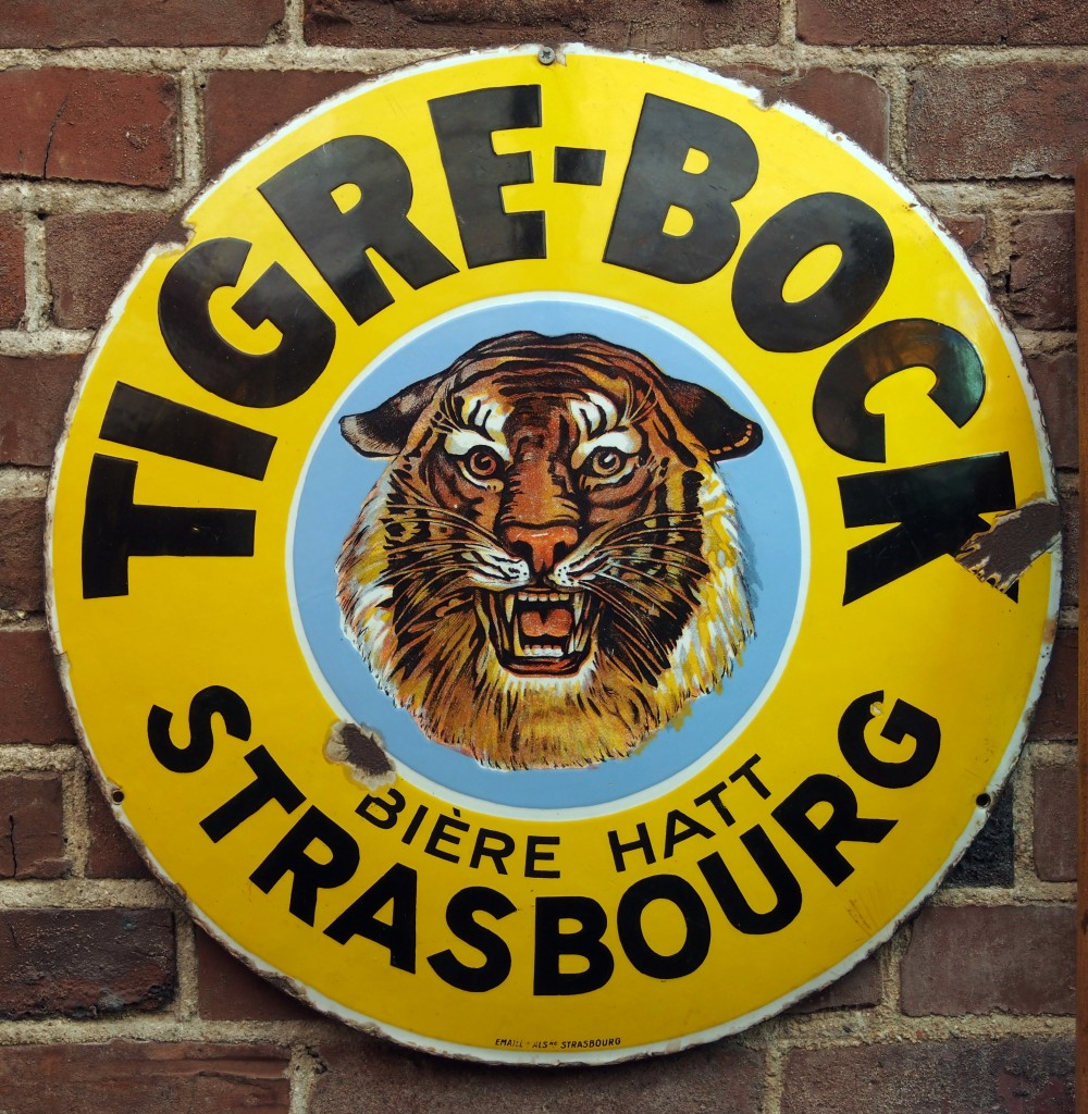 Tigre-Bock,_Bière_Hatt,_Strasbourg_enamel_advertising_sign