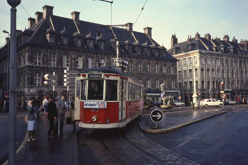Tram_Lille_place_du_Théatre_2
