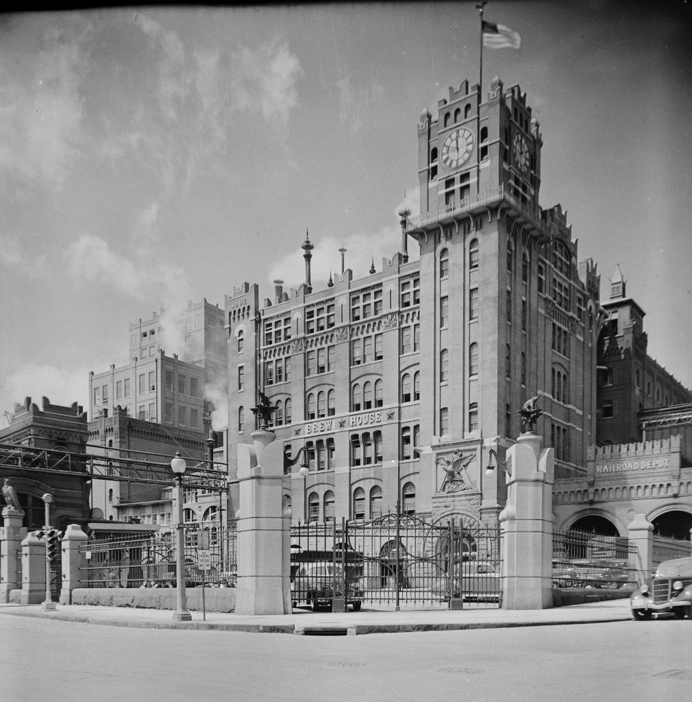 anheuser-busch_brewery_broadway__pestalozzi__saint_louis_st-_louis_city_county_missouri